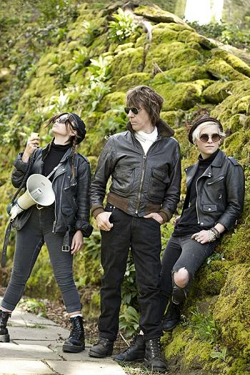 Rosie Bones, Jeff Beck and Carmen                           Vandenberg Photo by Ross Halfin